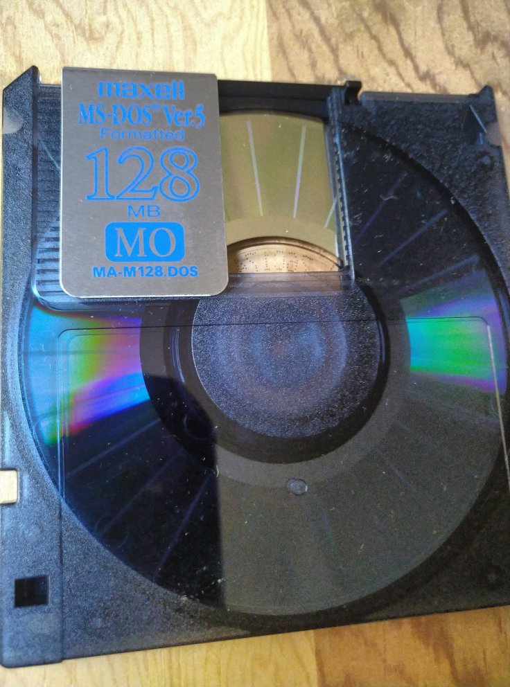 MO disk closeup open